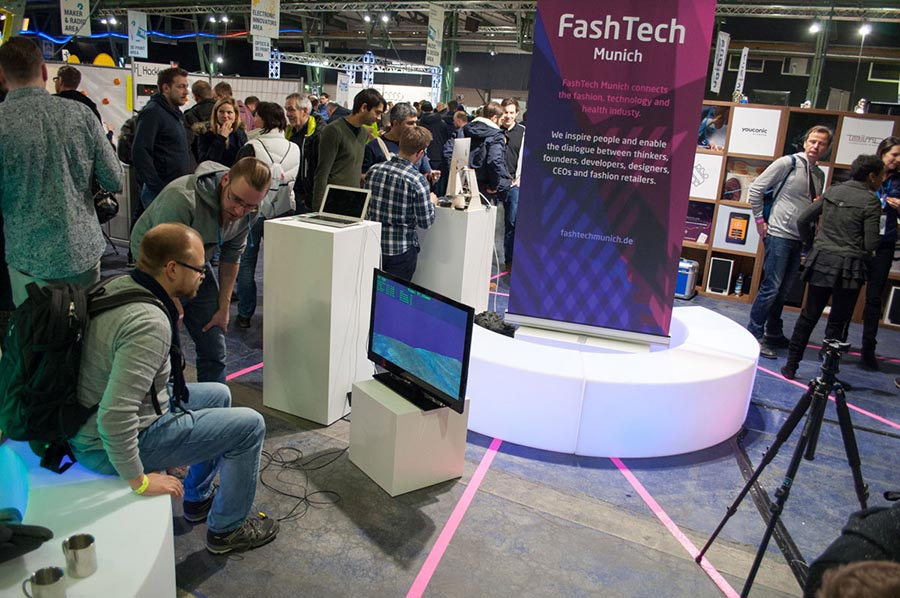 virtual reality, augmented reality controller, FashTech for fashion and technology future